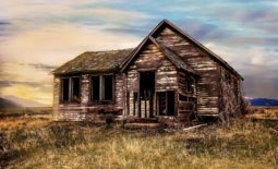 old-farmhouse-2535919_1280